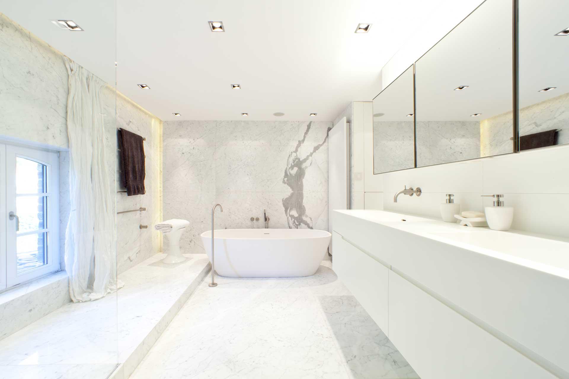 Radermacher_bad_carrara_statuario_statuaire_venato_omg_wow_italienischer-marmor