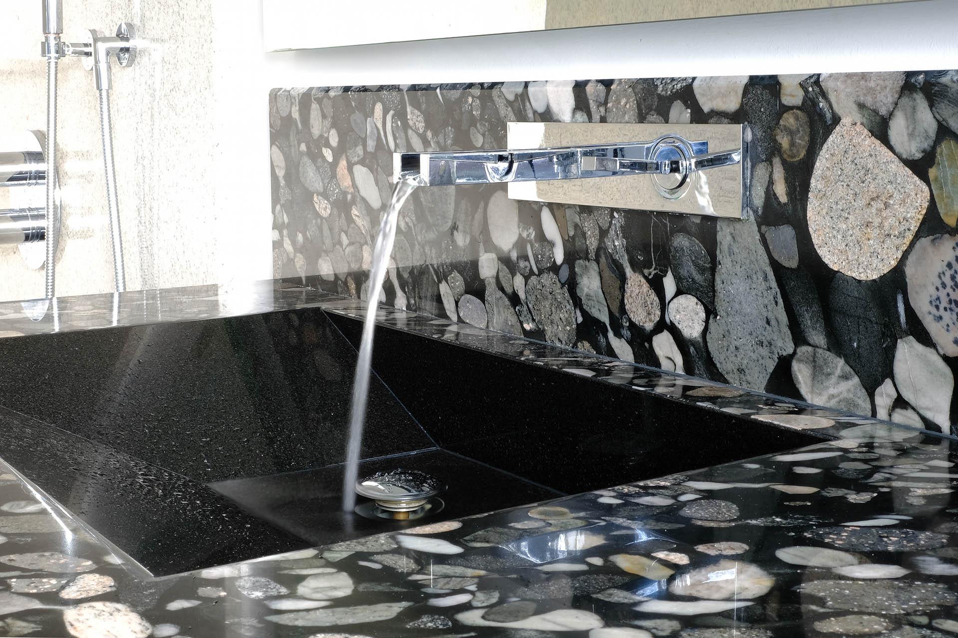 Waschbecken auf Maß in Nero Marinace