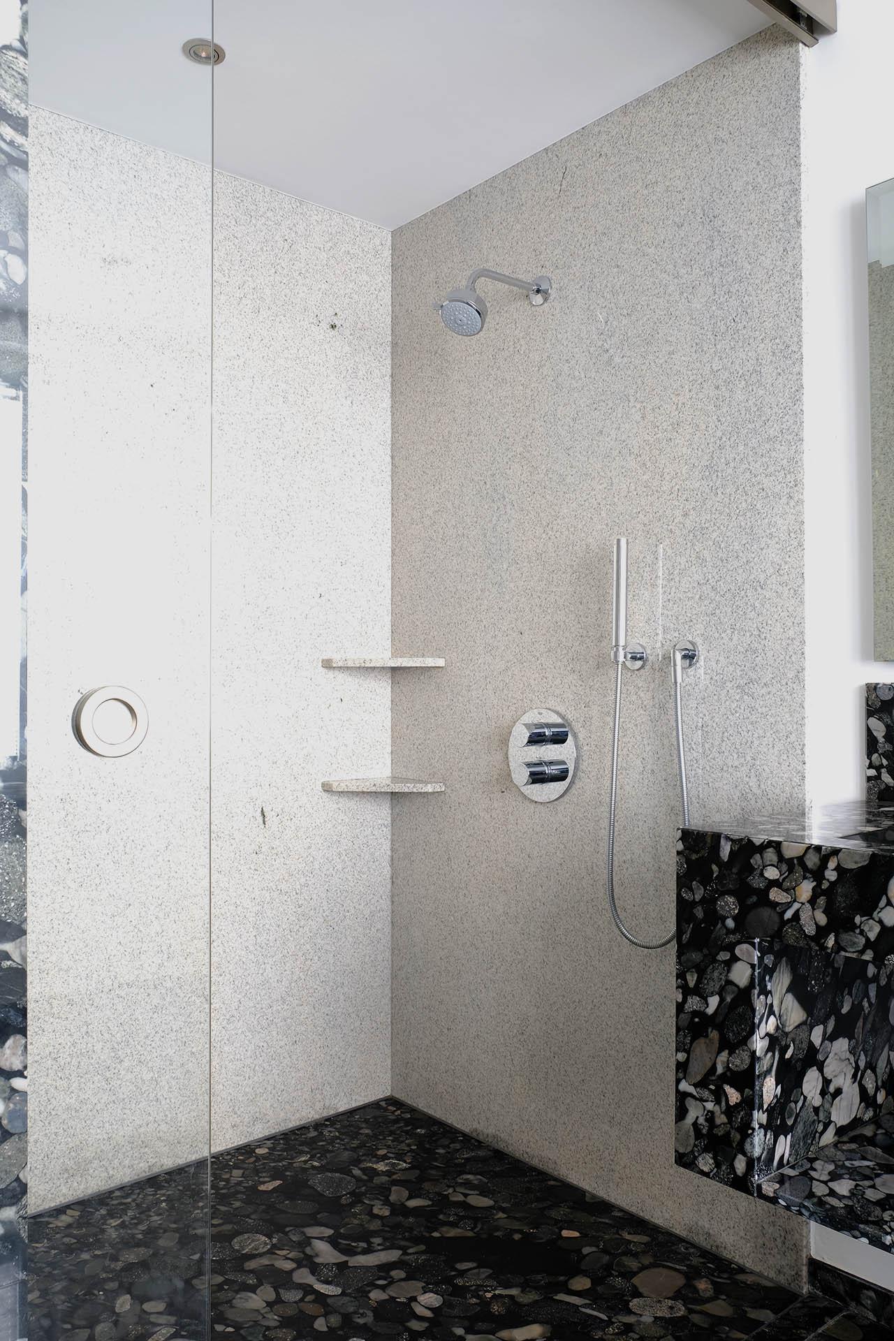 dusche_marmor_radermacher_nero_marinace_imperial_white_badezimmer_salle_de_bain_douche_dusche_waschtisch_lavabo_b