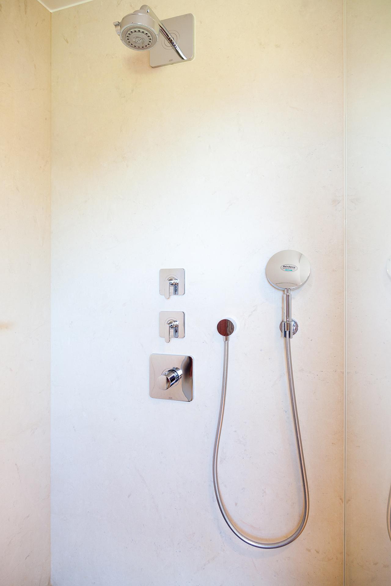 Einteilige Duschwand aus Thalla Beige