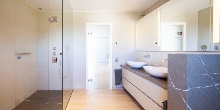 Holz und Stein fürs Bad | Marmor Radermacher