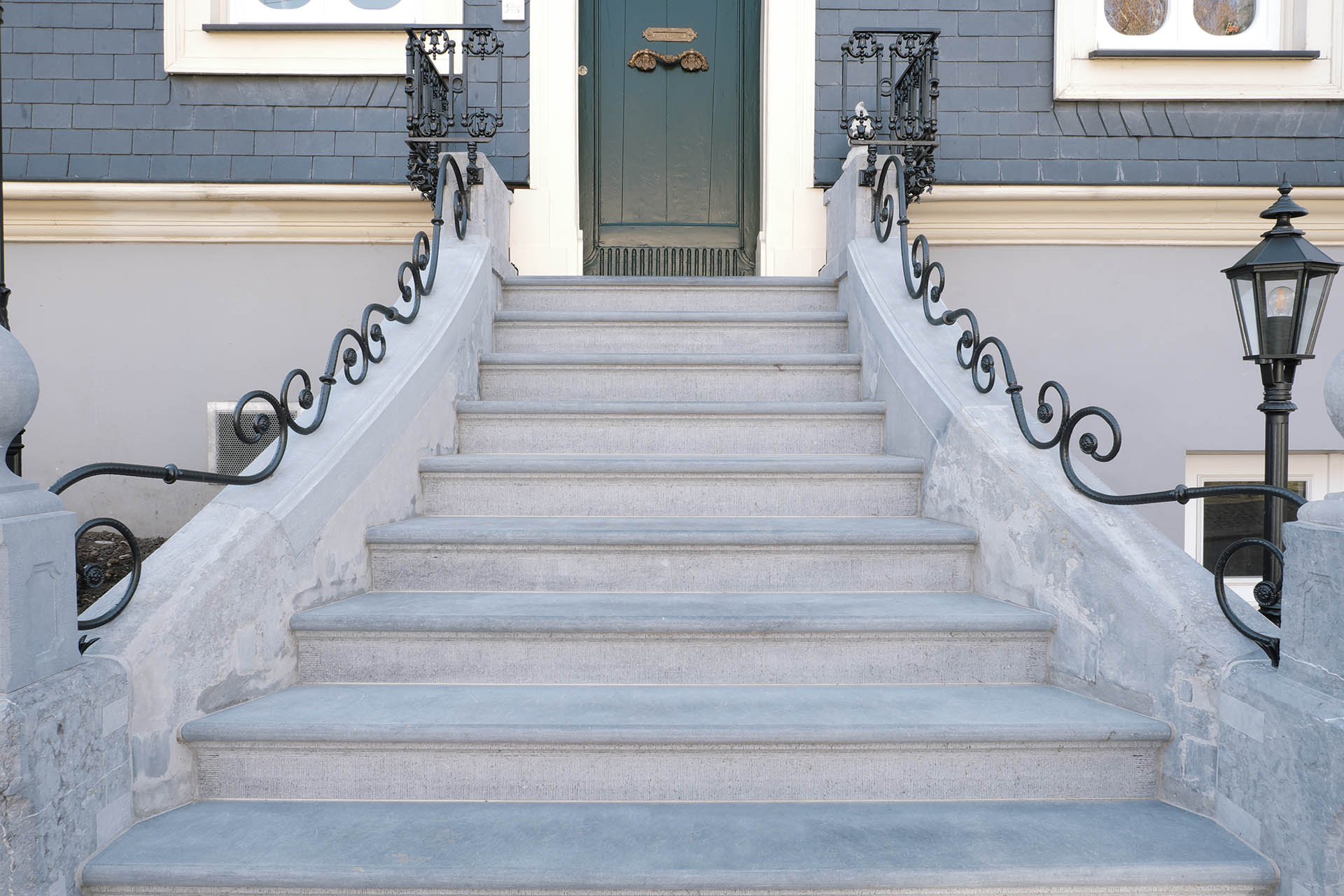 massiv_treppe_profil_couven_restauration_marmor_radermacher_front