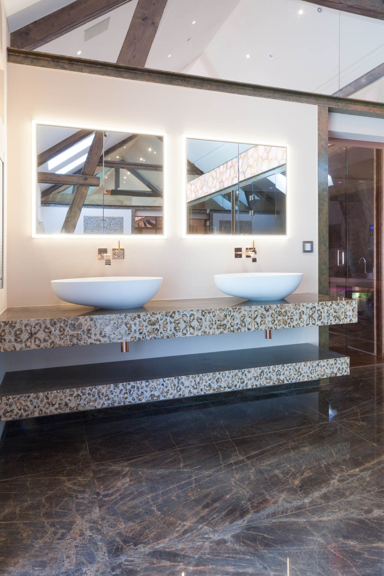 Waschtische mit freistehenden Becken