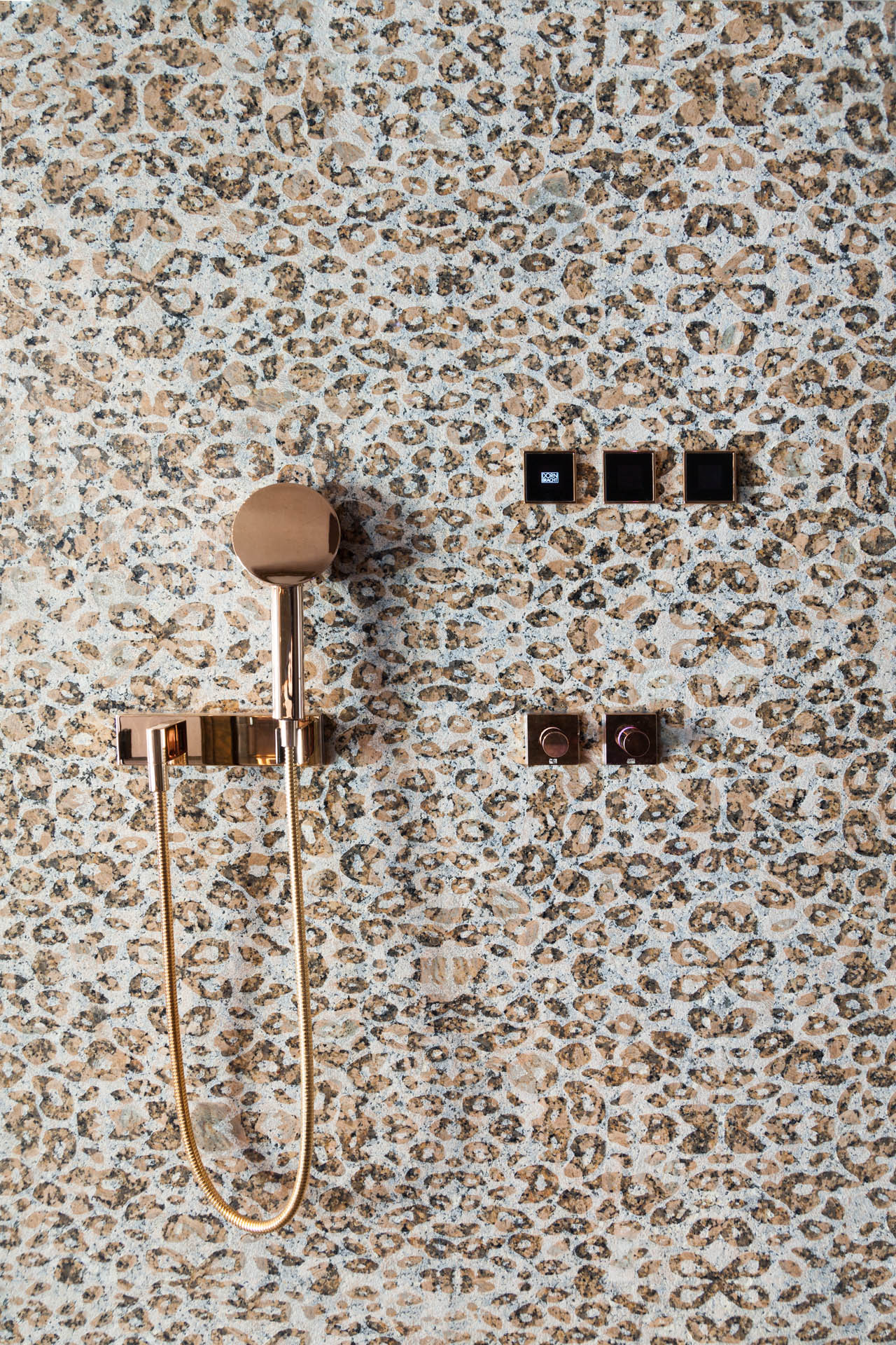 marmor_radermacher_dornbracht_rose_gold_or_antolini_natural_collection_texture_natursteindusche_douche_granit_showerdesign_luxury