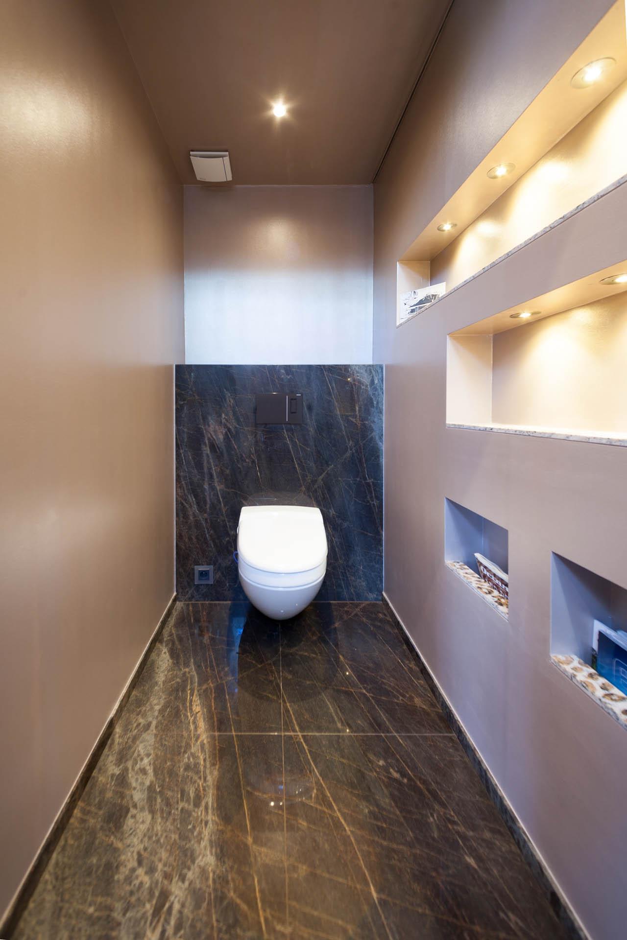 Toilettenausbau mit Naturstein