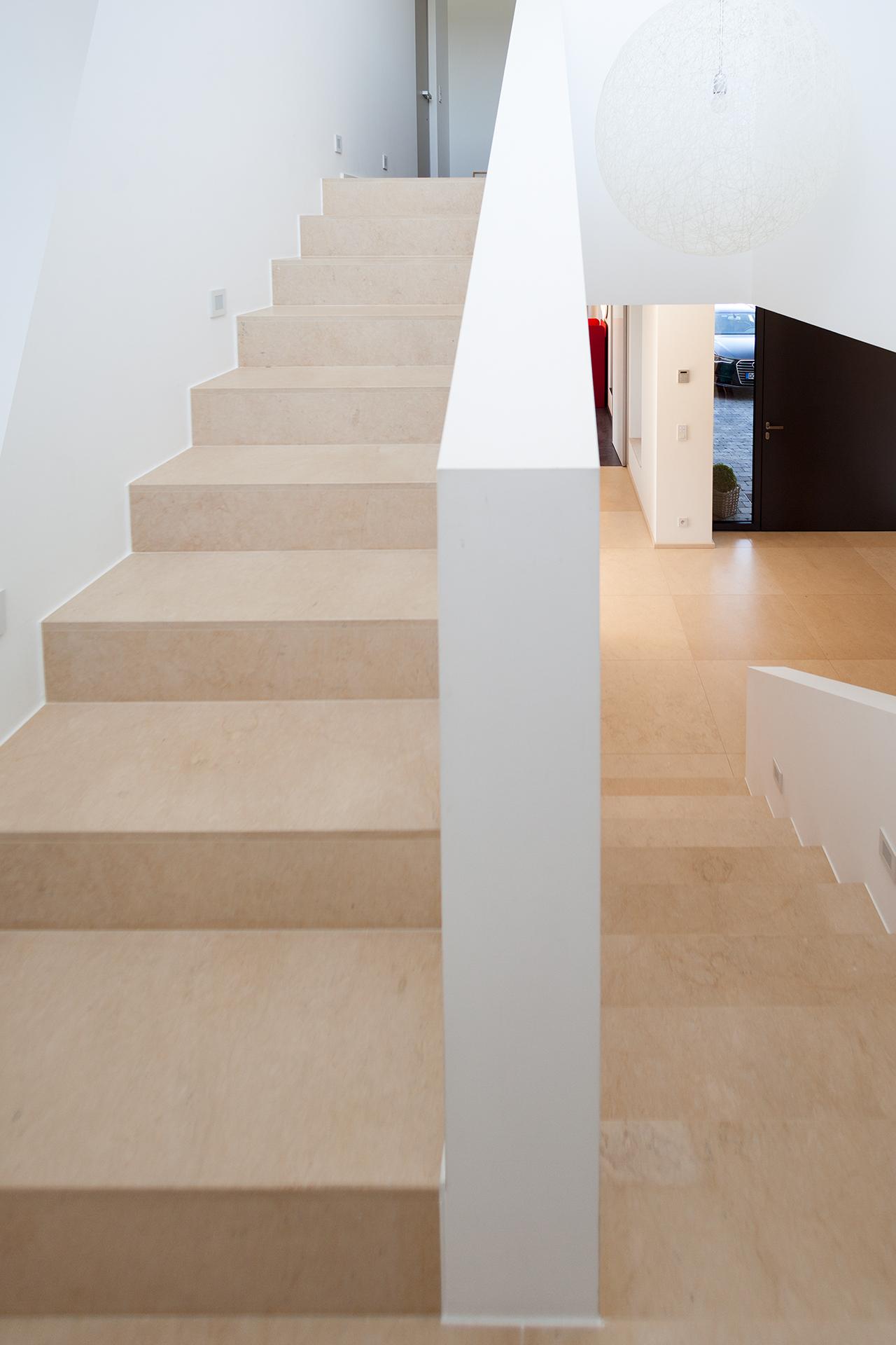 Stein Treppe: Aufmaß_Zuschnnitt_Montage