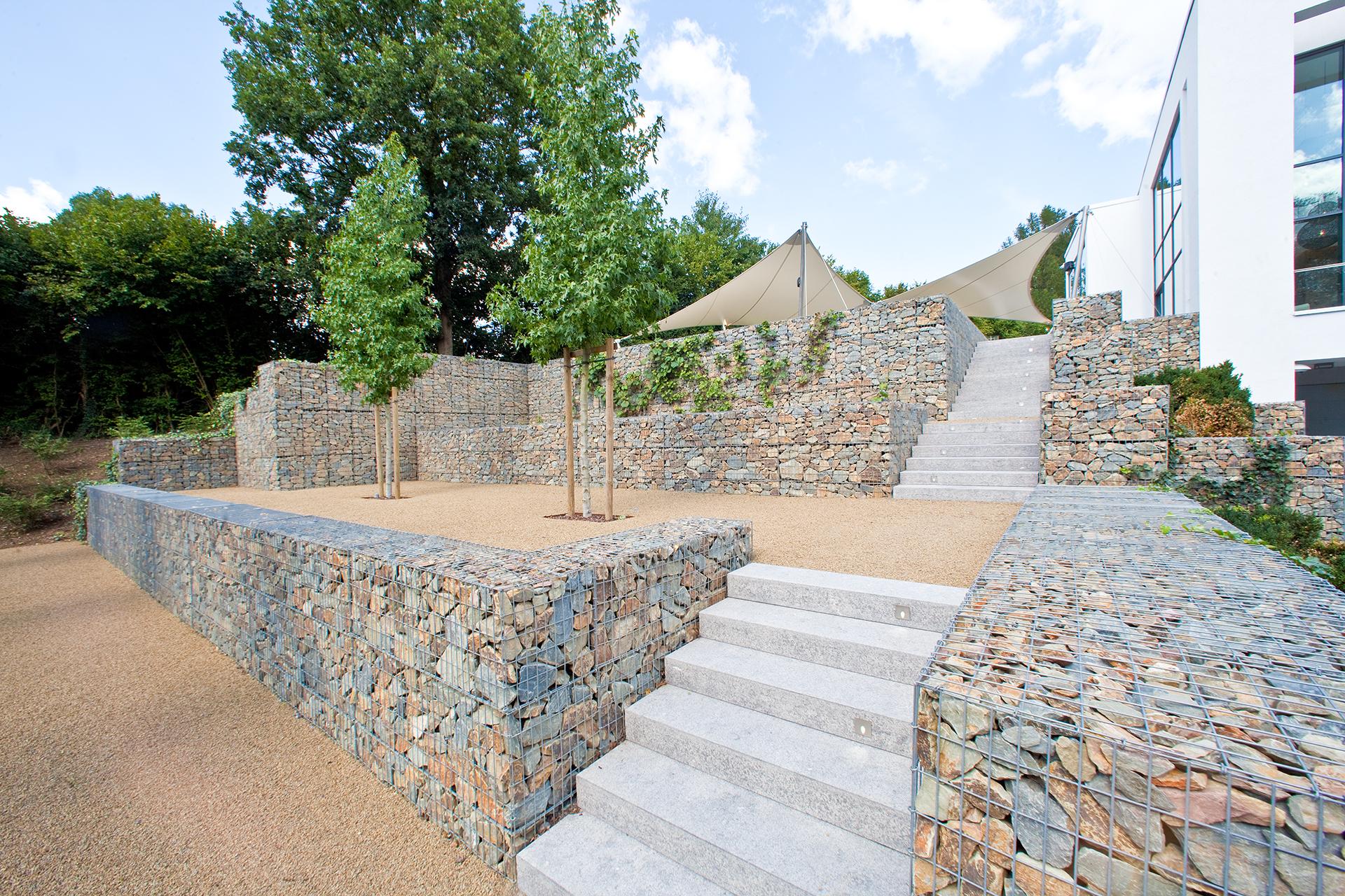 Moderne Außentreppe aus Granit