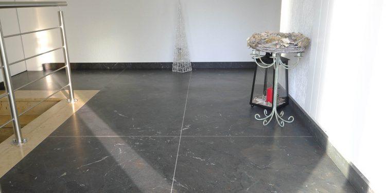 Bodenbelag aus Breccia Imperiale