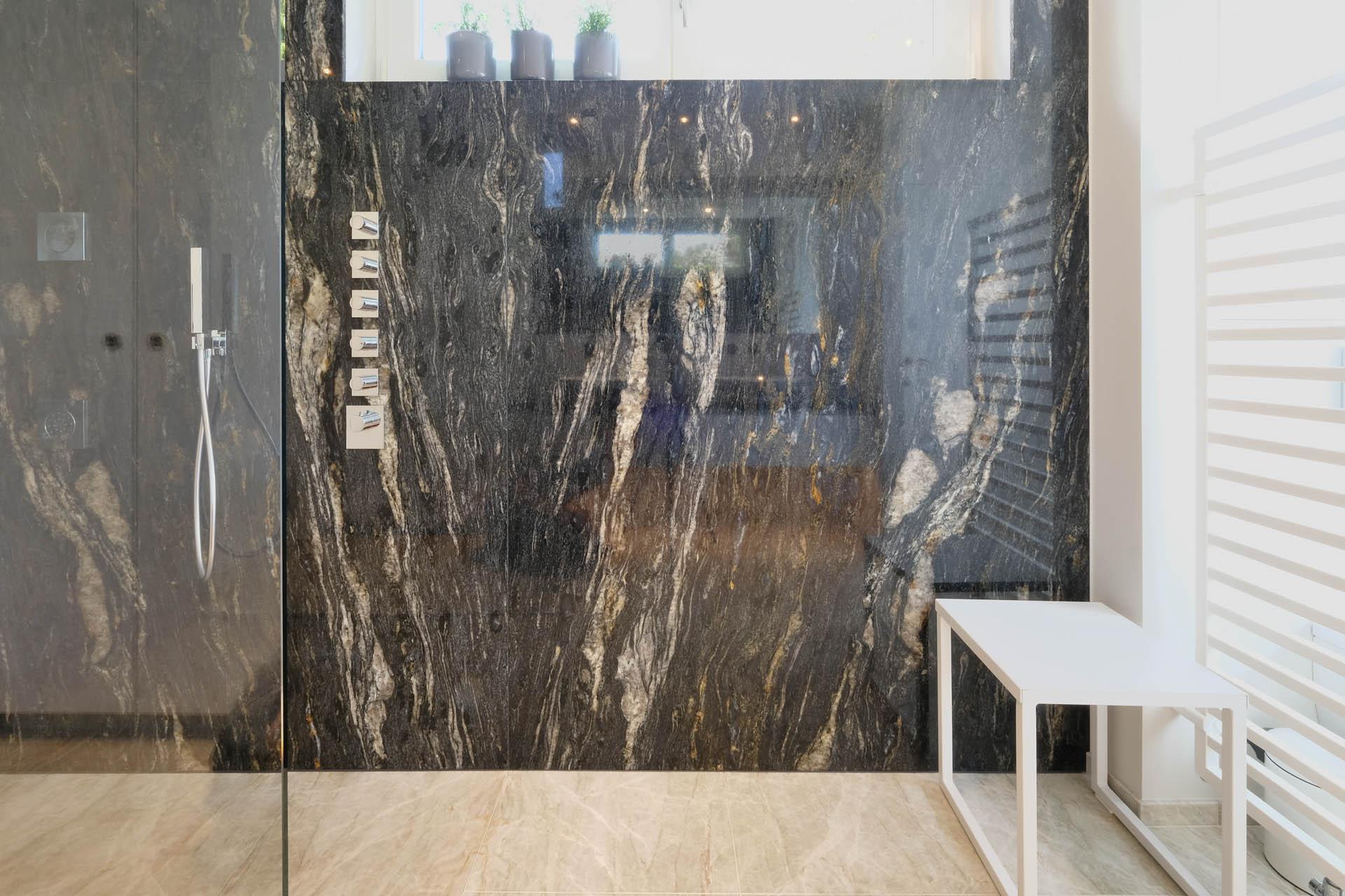 Struktur-/Spiegelschnitt aus Taj Mahal und Cosmic Black