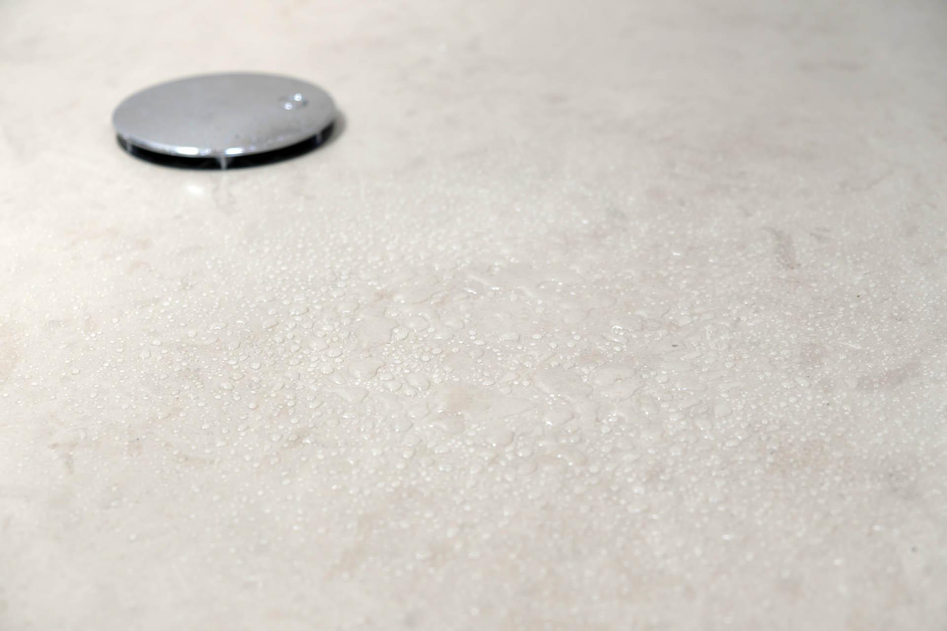 Die Duschtasse wurde auf Maß gefräst und in der eigenen Manufaktur gefertigt