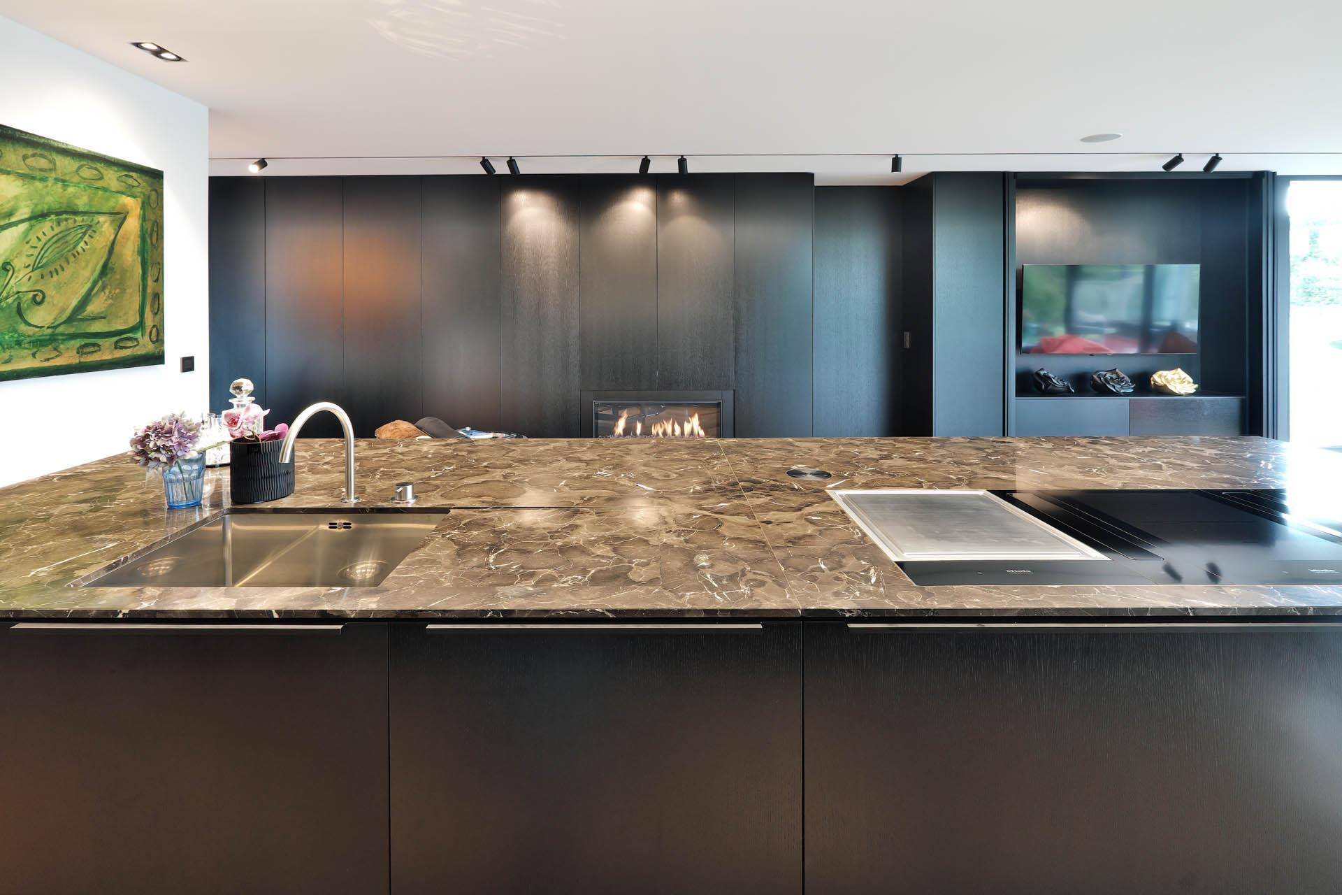 Küchenblock aus exklusivem Naturstein