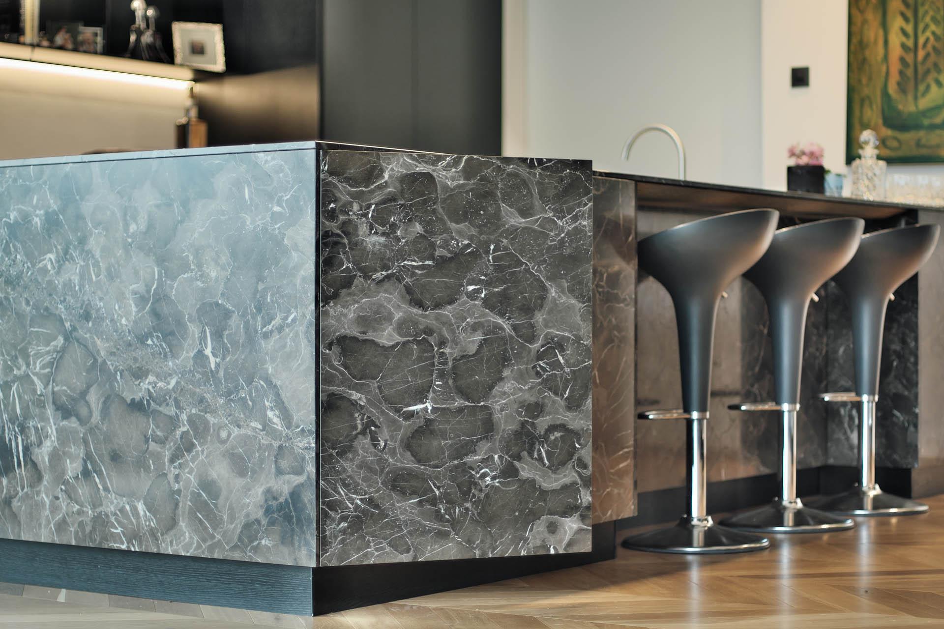 Versteckte Türen in der Design Kücheninsel