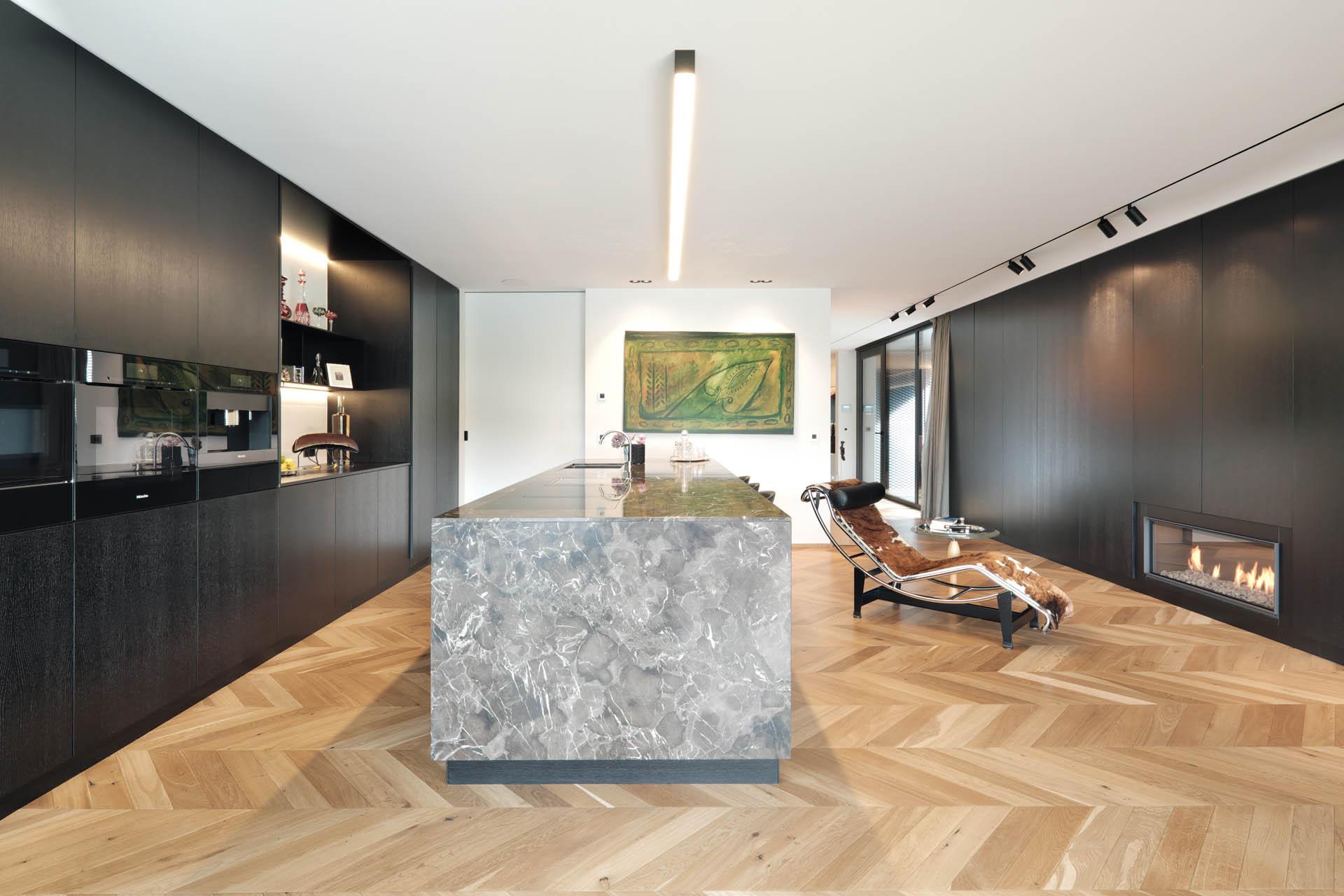 Braune Kücheninsel aus Marmor Designküche