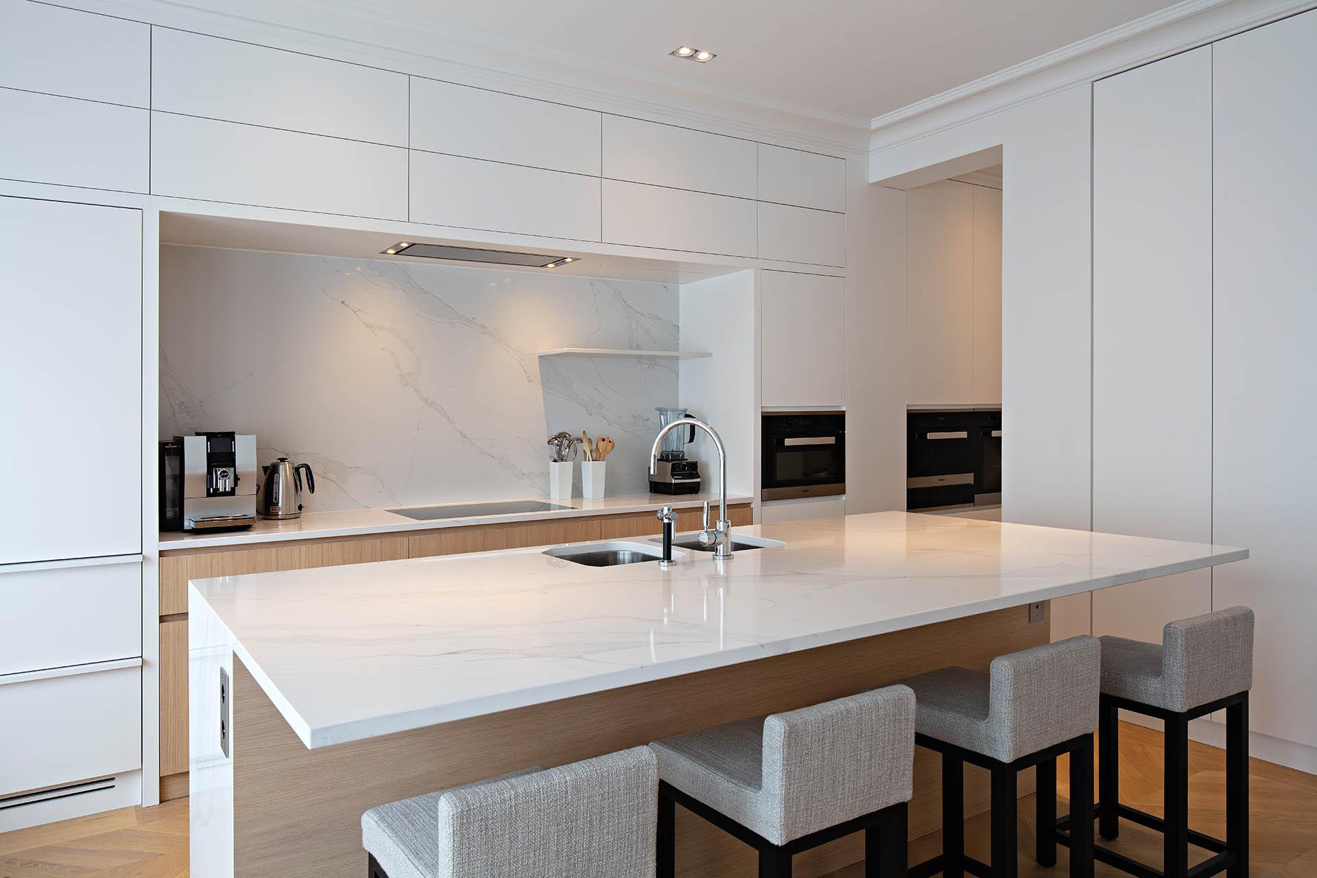 Wunderschöne Designerküche aus Compac Calacatta