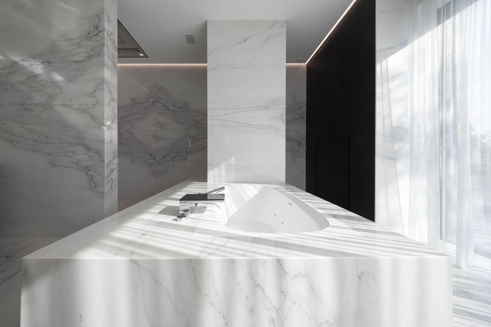 Luxus Designbäder aus Stein vom Badstudio Radermacher in NRW und Luxemburg