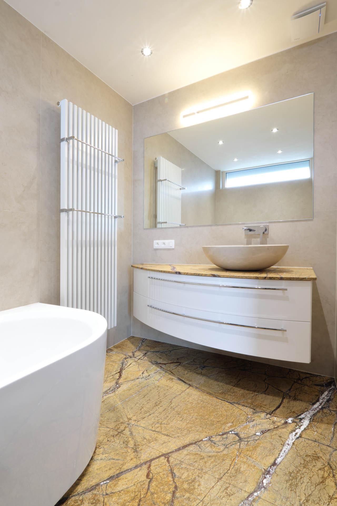 Indiviuelle Badezimmer aus Stein nach Kundenwunsch designed