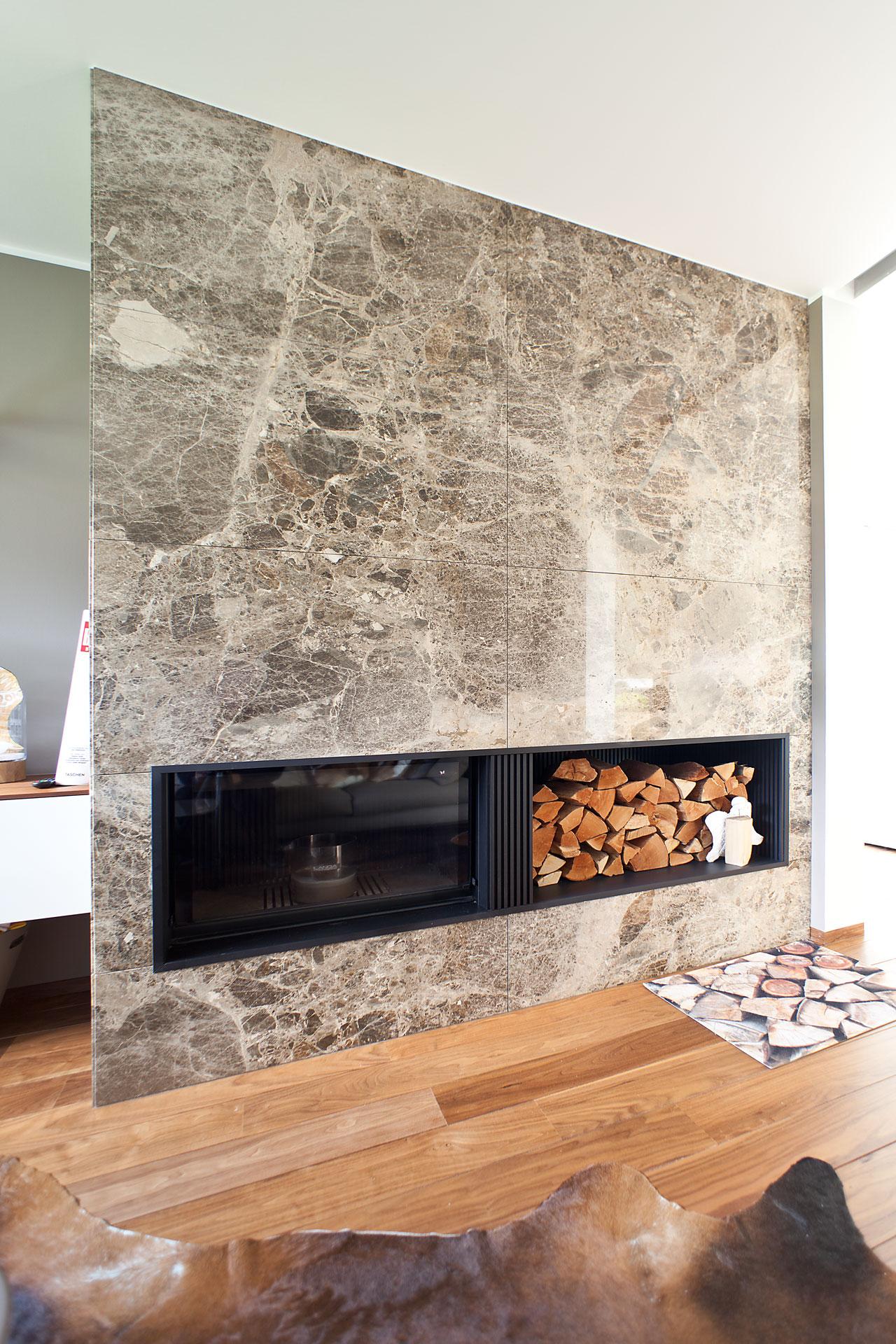 marmor_radermacher_kamin_design_naturstein_wanddekor_paradiso_brown_designofen_individuelle_kamingestaltung