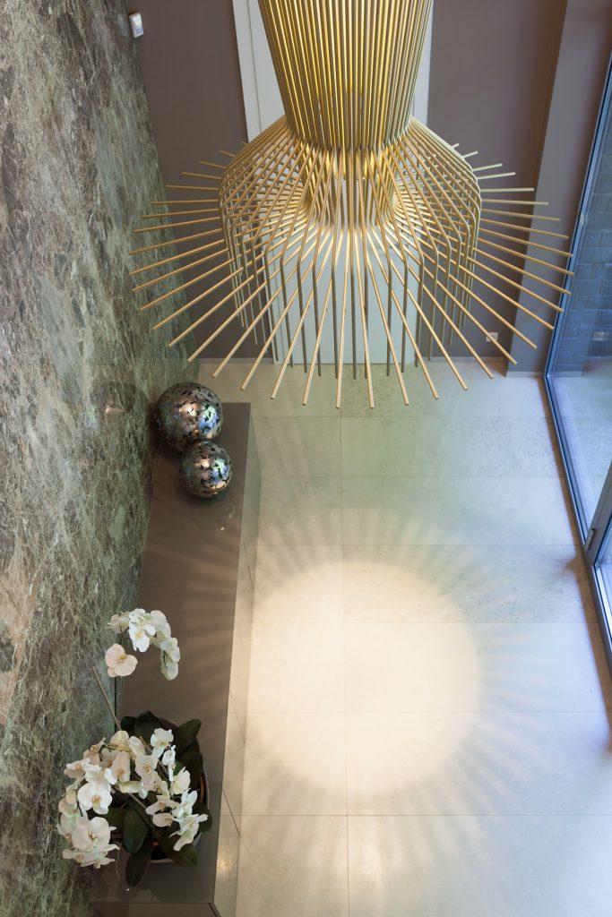 marmor_radermacher_wandverkleidung_paradiso_brown_spiegelschnitt_boden_limestone_perssian_flur_naturstein_villa